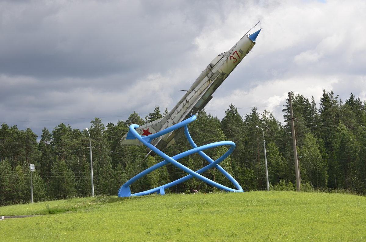 памятник возле Тихвина - Михаил Радин