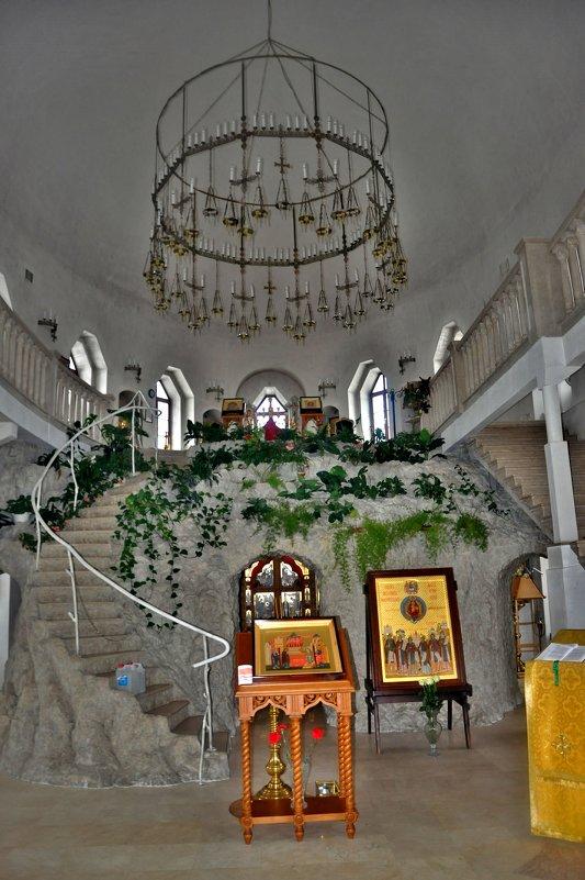 в храме - Иван Владимирович Карташов