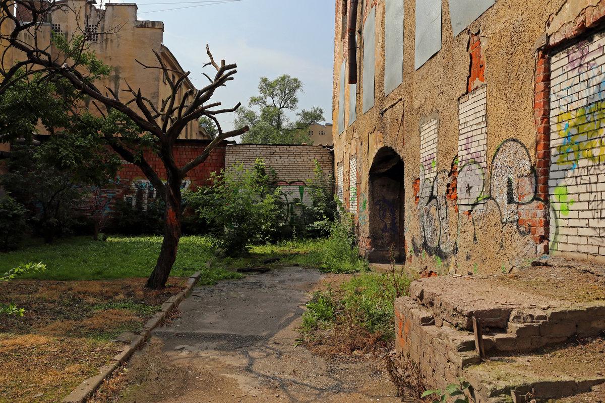 Солнечный двор, в котором никто не живет - Татьяна [Sumtime]