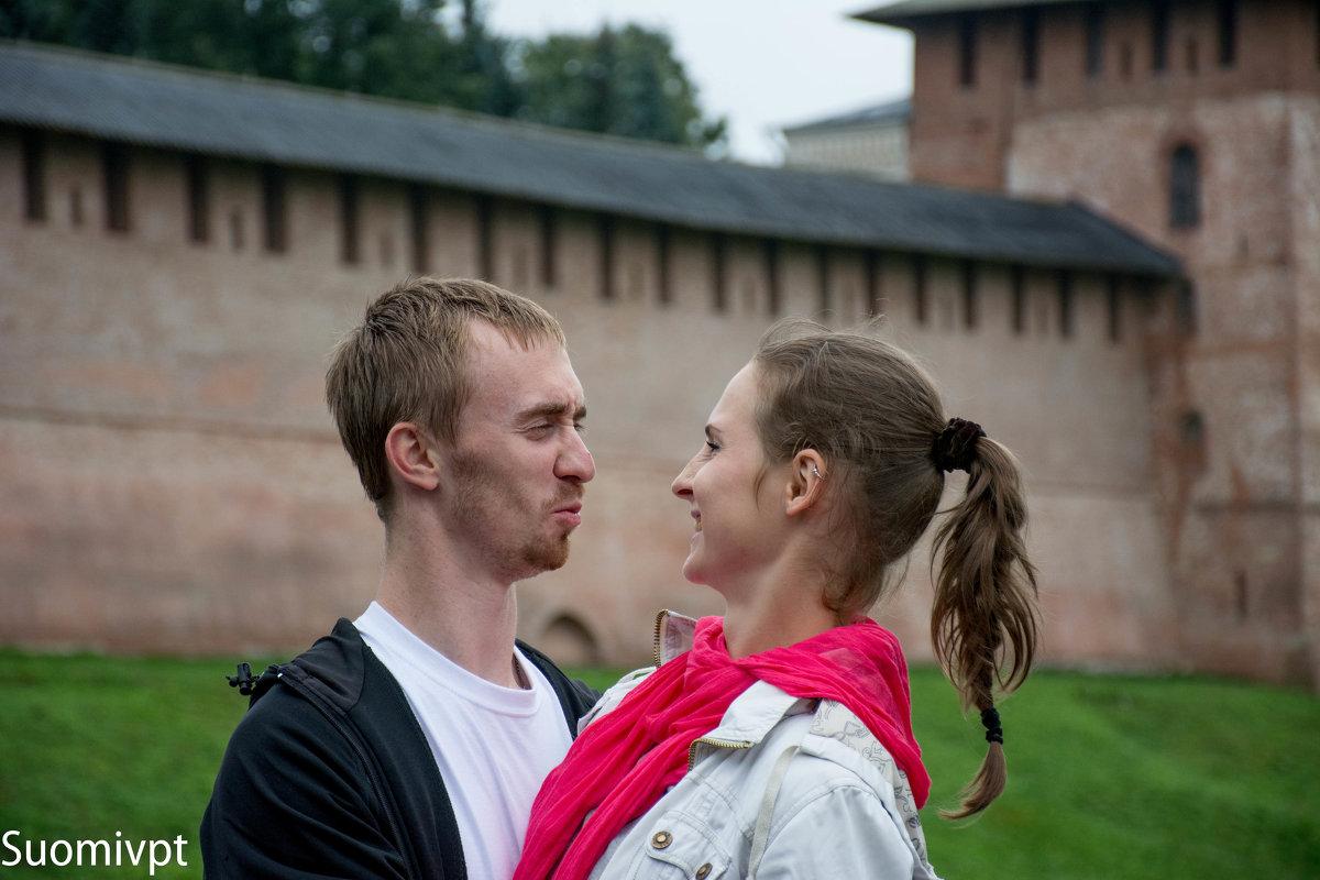 У Новгородского кремля - Михаил Ананьев