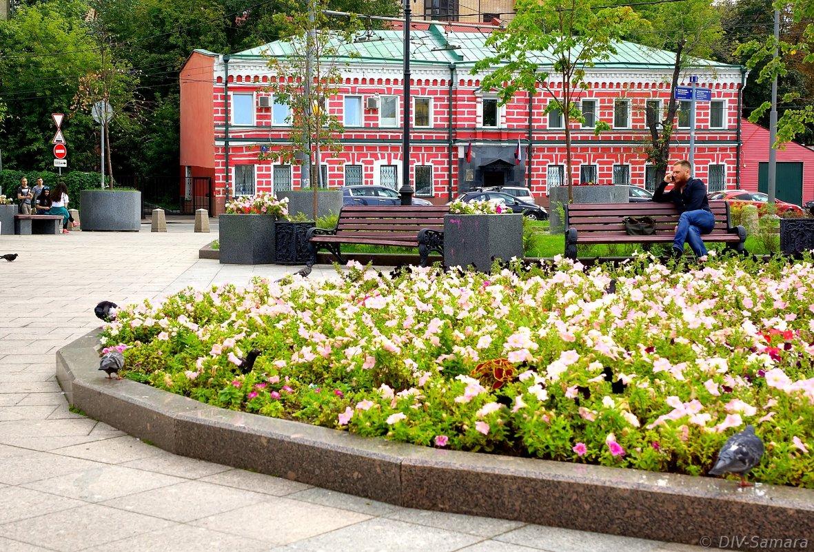 Сквер у станции метро «Новокузнецкая» в Замоскворечье - Денис Кораблёв