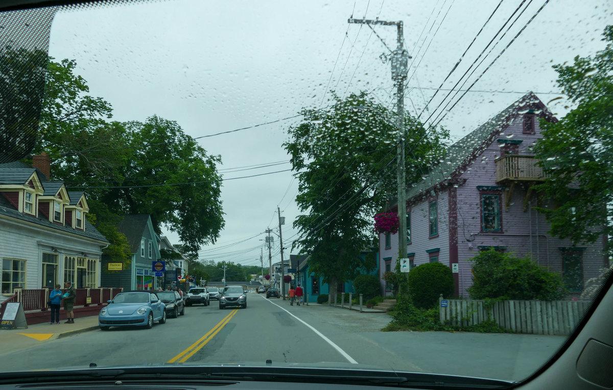 Дождь, одна из улиц г.Люненбурга (Новая Шотландия, Канада) - Юрий Поляков