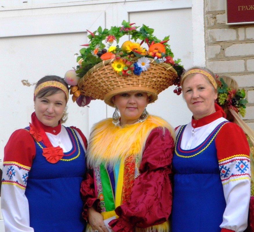 На ярмарке - Ирина Останина