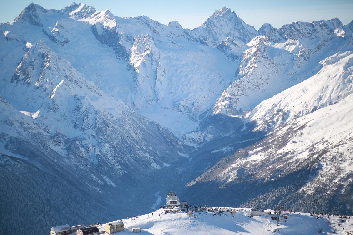 Что человек в сравнении с горами?:) - Лоретта Санина