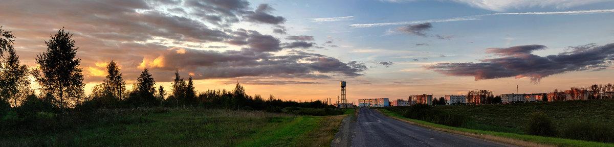 Шумилино на фоне осеннего заката - Анатолий Клепешнёв