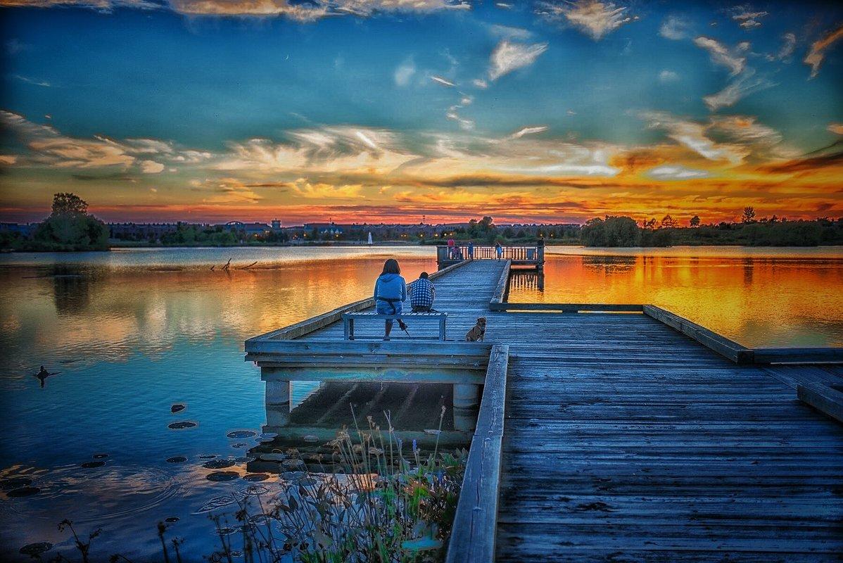 Любуясь закатом. - Gene Brumer