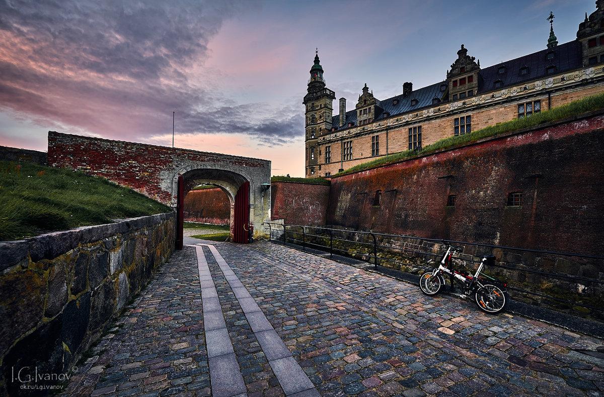 Замок Кронбург, закат и велосипеды - Игорь Иванов