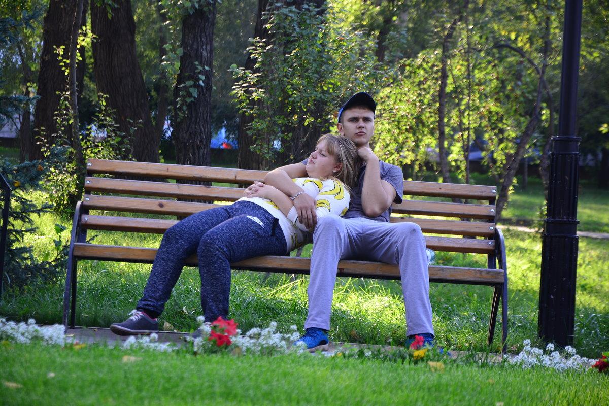 В вечернем парке - юрий Амосов