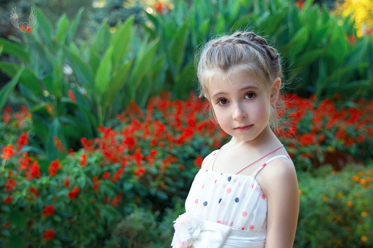 Как цветы украшают окружающий мир,  Детки украшают нашу с вами жизнь. ) - Райская птица Бородина