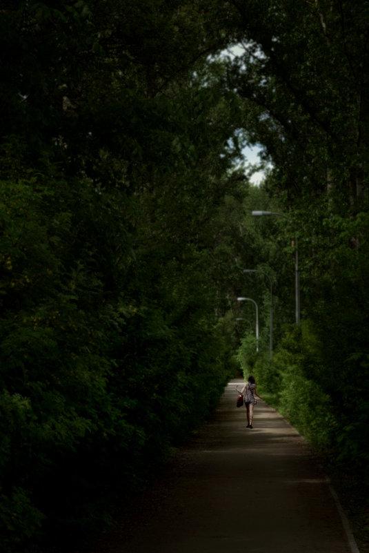 девочка в парке - Ilya Malyshev