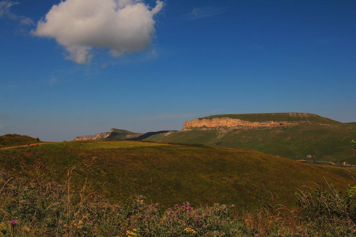Гора Гум-Баши (Песчаная голова) и Скалистый хребет. Высота 2313м. - Vladimir 070549