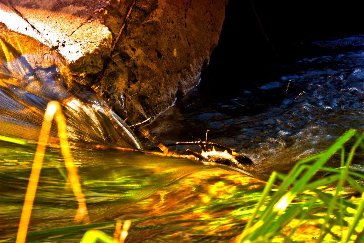 Вниз воды катит быстрая река... - Inessa Shabalina