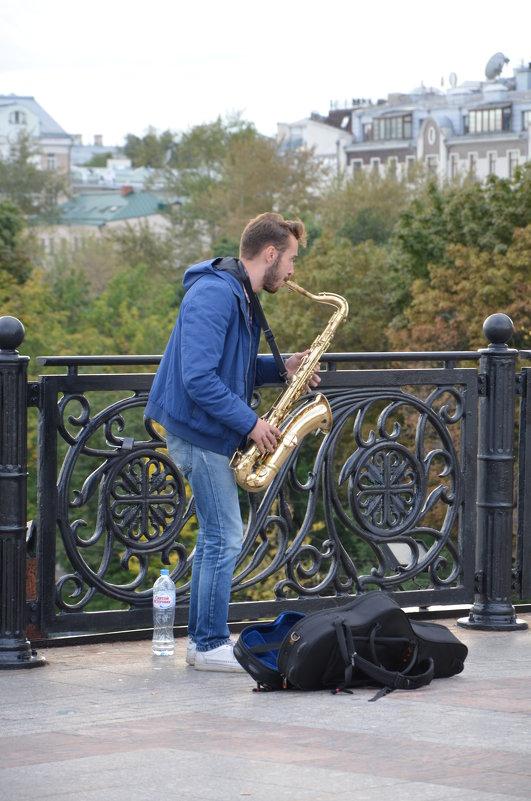 Саксофонист. - Oleg4618 Шутченко