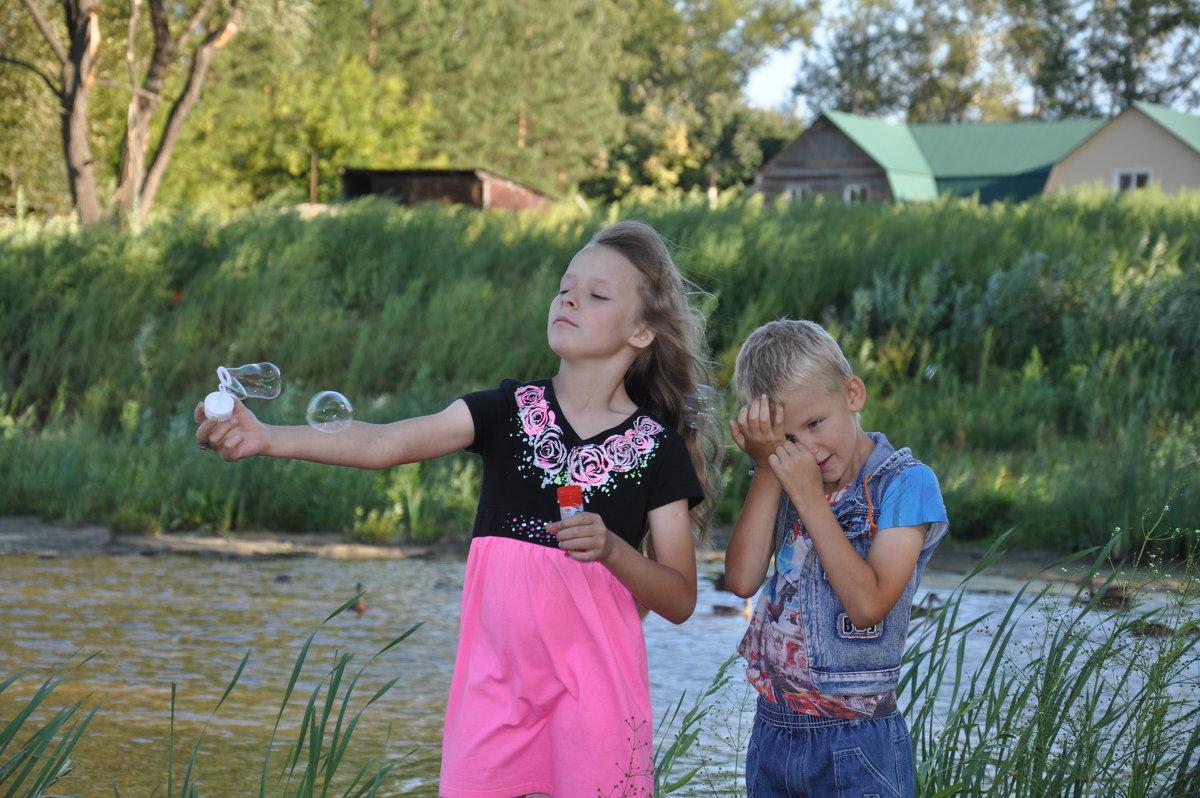 Дети и мыльные пузыри - Алексей http://fotokto.ru/id148151Морозов