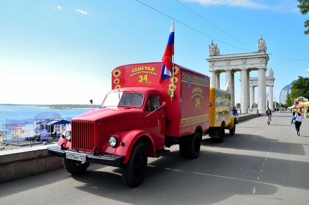 ГАЗ-51,  Центральная набережная Волгограда - Александр