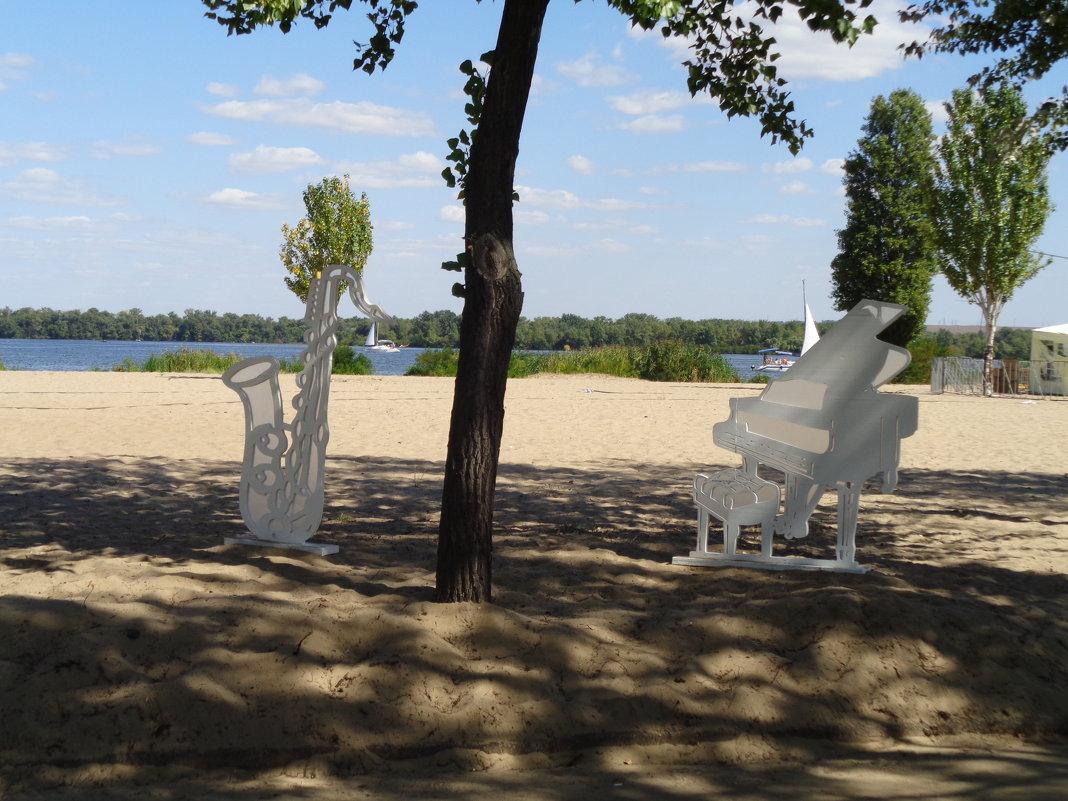 Рояль в кустах возле Днепра - Алекс Аро Аро