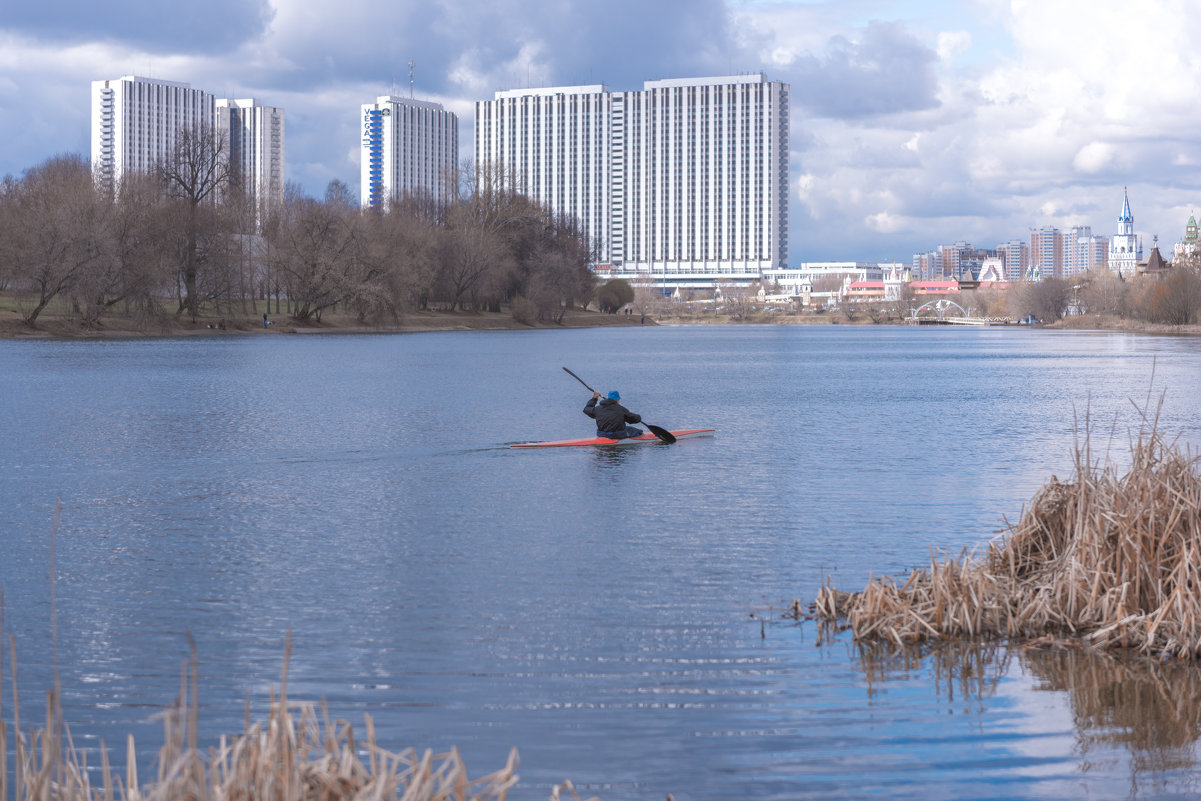 Озеро в Столице - Александр Колесников