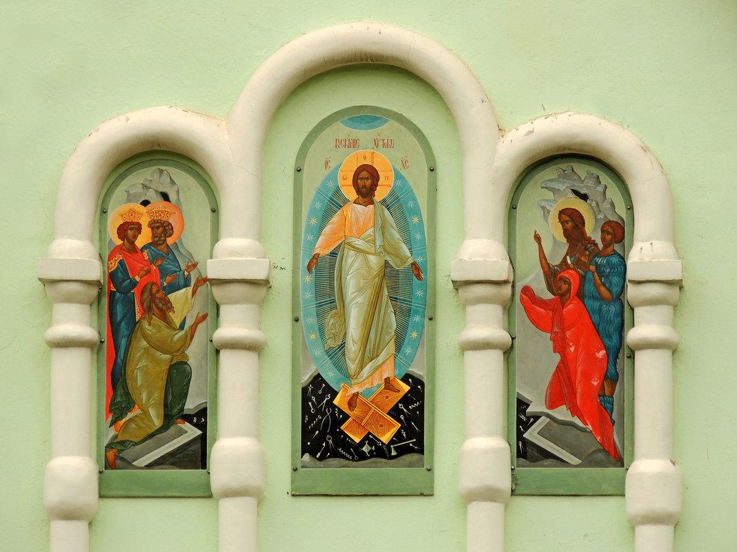 """Роспись """"Воскресение Христово"""" на восточном крыльце церкви. - Александр Качалин"""