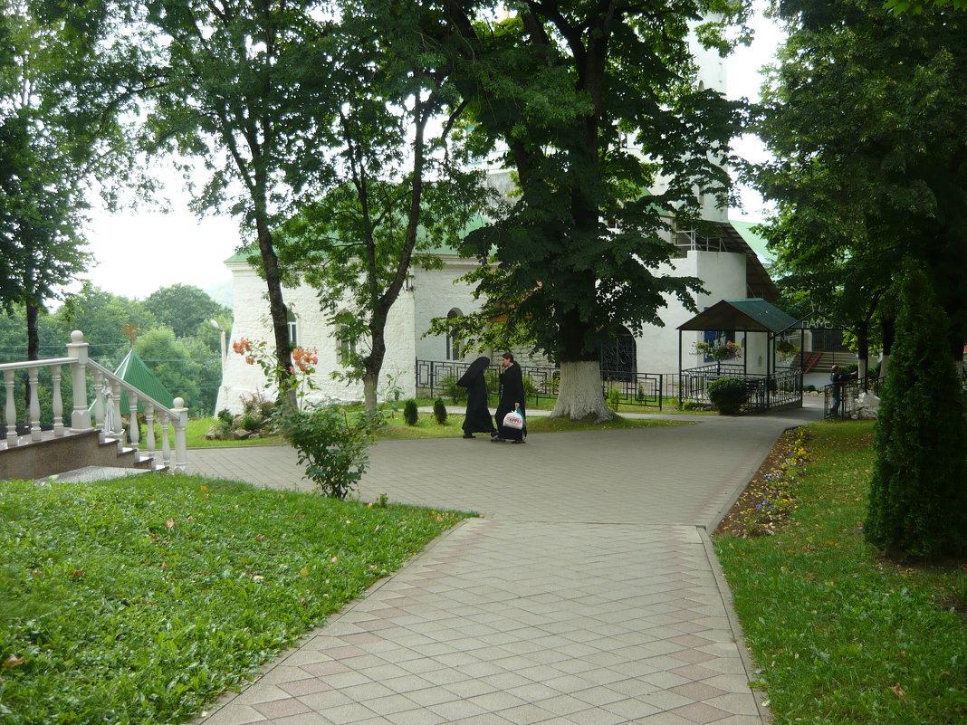 Внутренний двор монастыря сегодня - Надежда