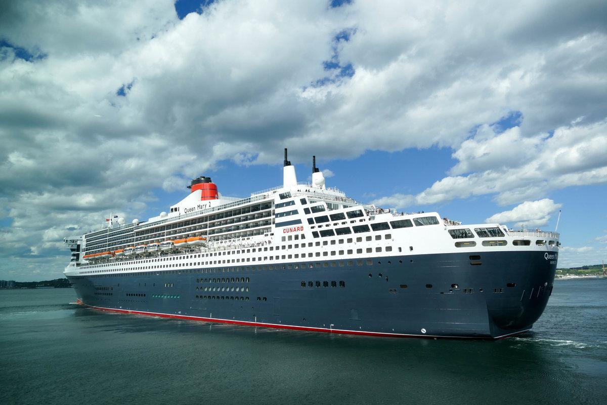 """Океанский лайнер """"Queen Mary 2"""" в порту г. Галифакс (Канада) - Юрий Поляков"""