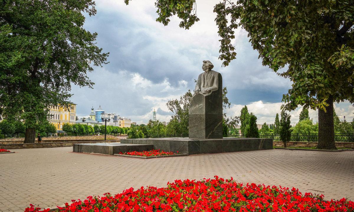 Памятник писателю Сергееву-Ценскому С.Н. - Александр Селезнев