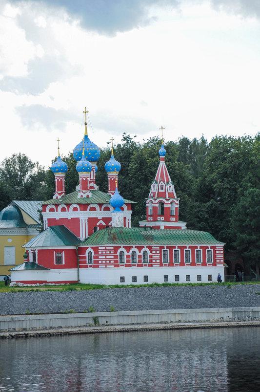 Церковь на берегу Волги в городе Углич - Сергей Тагиров