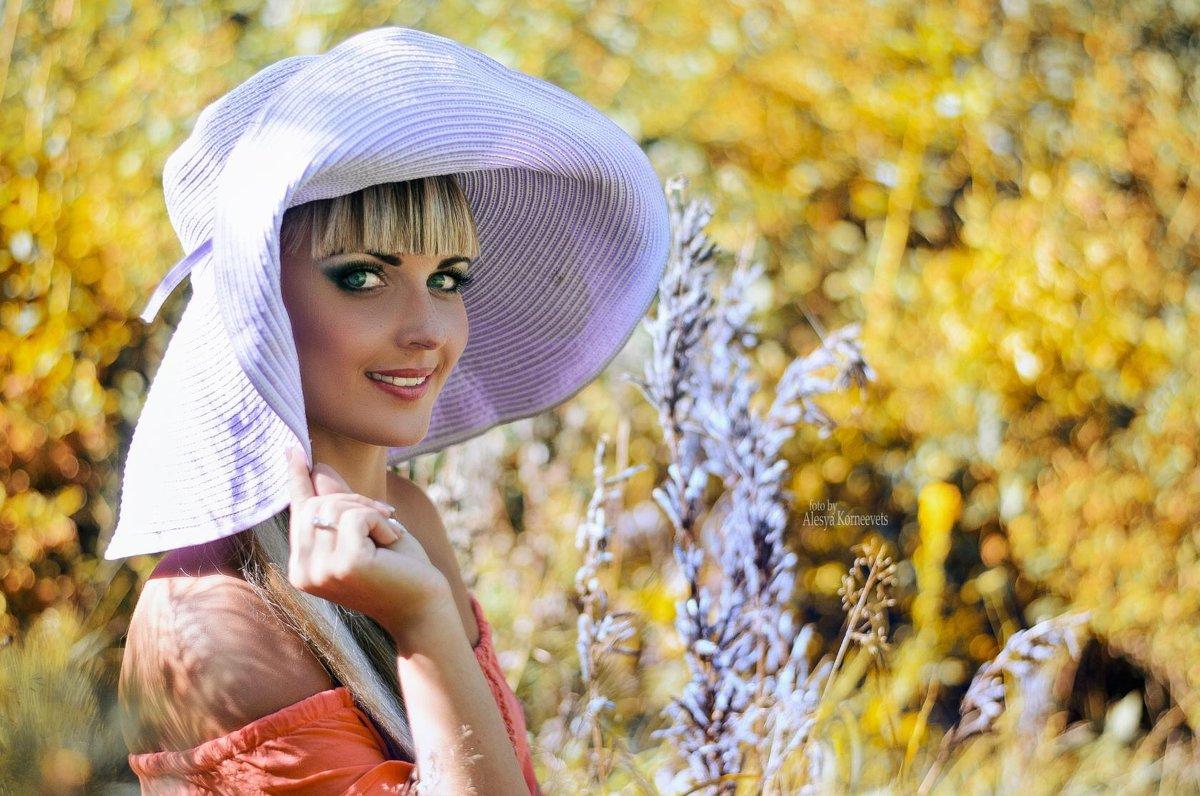 ..море позади , а шляпу можно носить и осенью ))) - Алеся Корнеевец