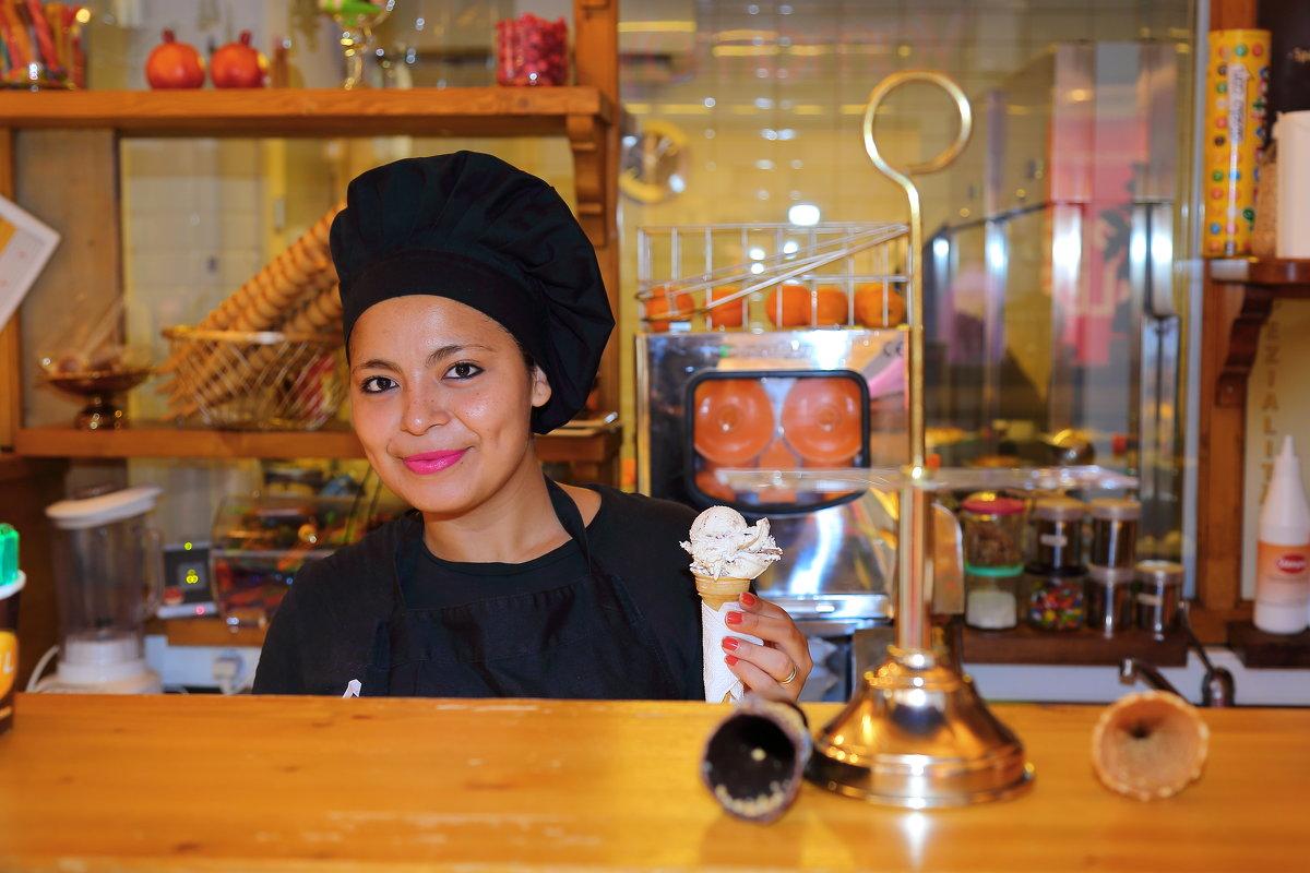 продавщица мороженого (Пальма-де-Майорка) - ALEX KHAZAN