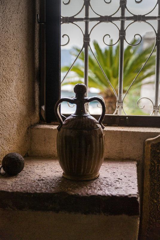 Старинная амфора на острове Богородицы.Черногория. - Татьяна Калинкина