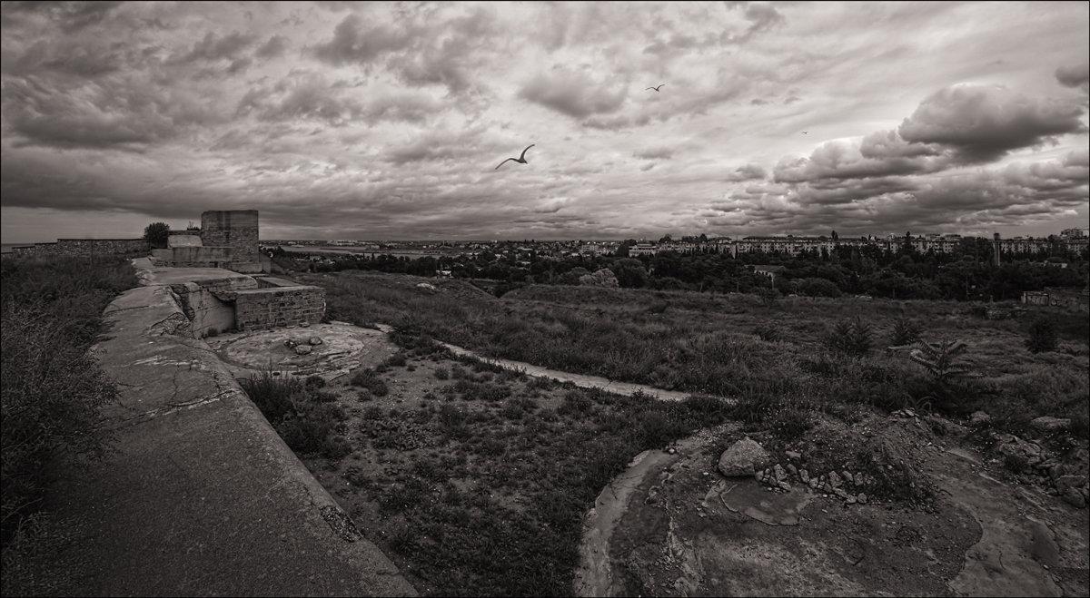 На окраине Херсонеса - Олег Фролов