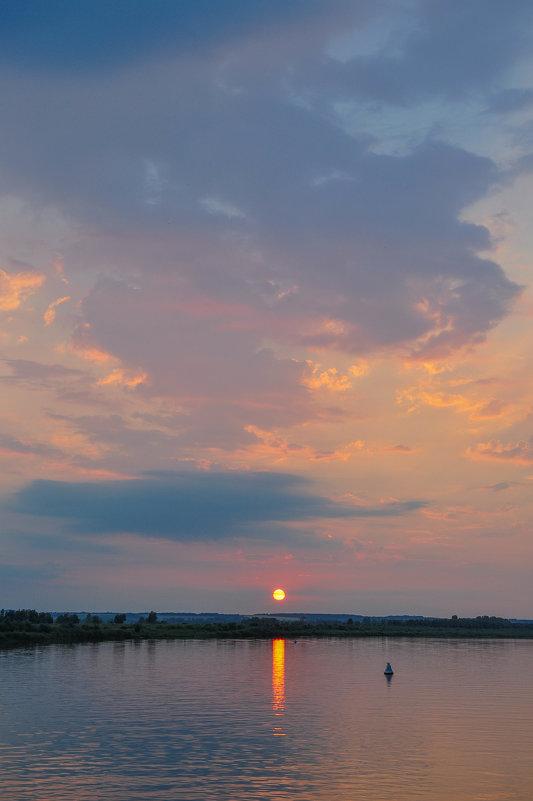 Заходящее солнце над рекой - Сергей Тагиров