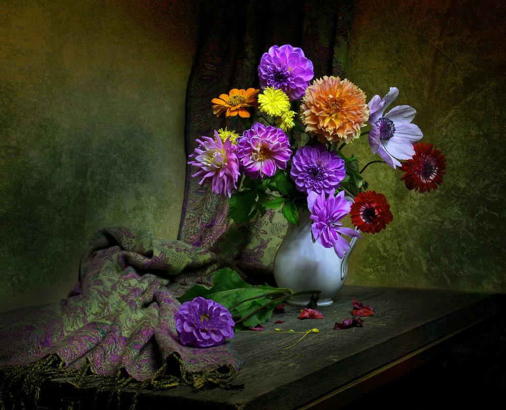 Жеманной прелестью цветов... - Валентина Колова