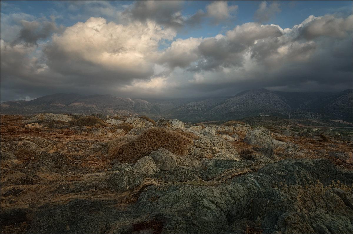 Вековые камни - Олег Фролов