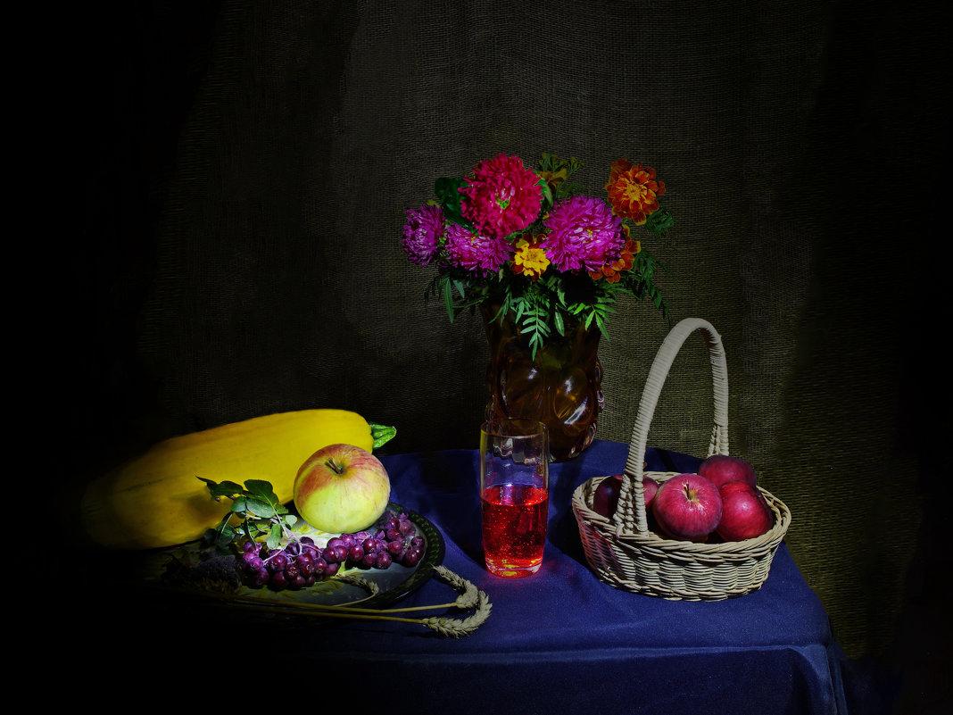 Яблоки, цветы и садовая рябина - Дубовцев Евгений
