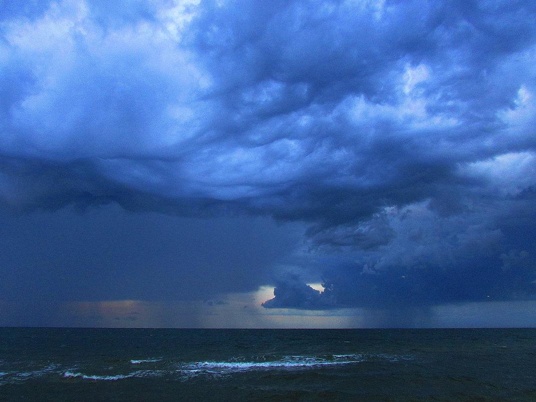 гроза над морем - Марина