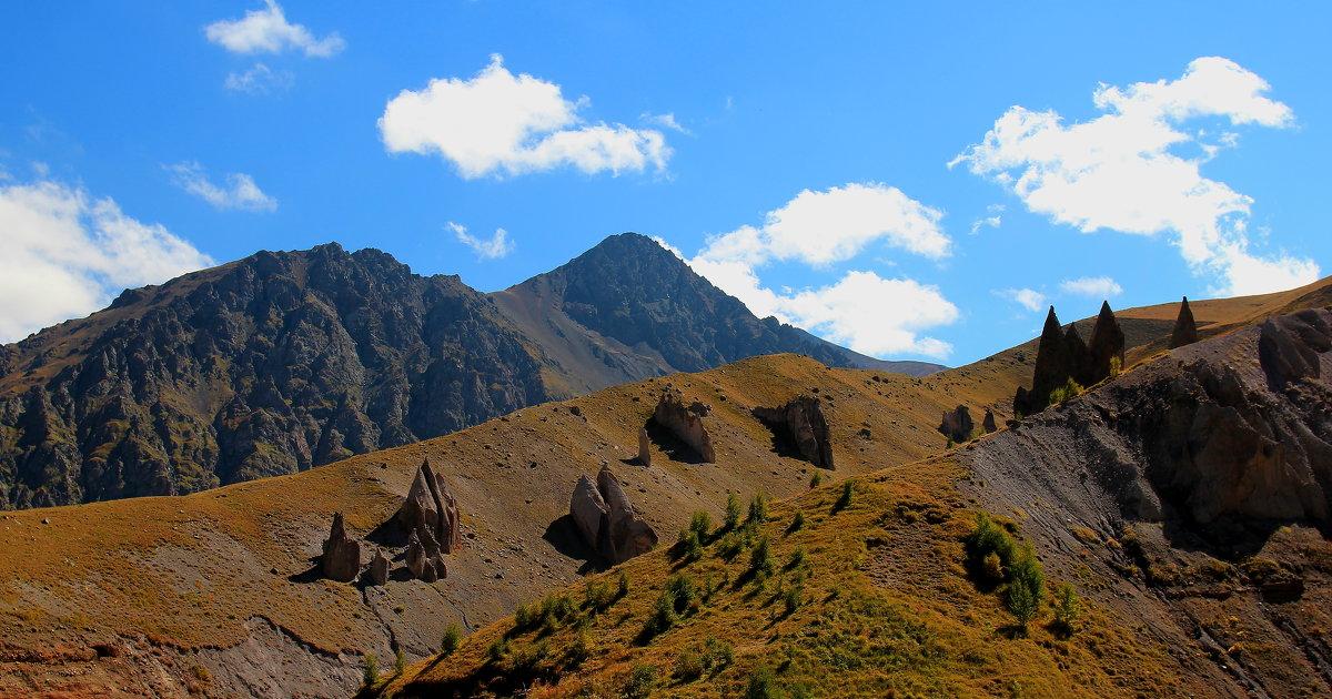 Таинственные Камни Джилы-Су. Гора Каракая (Скалистая), высота вершины 3350 м. - Vladimir 070549