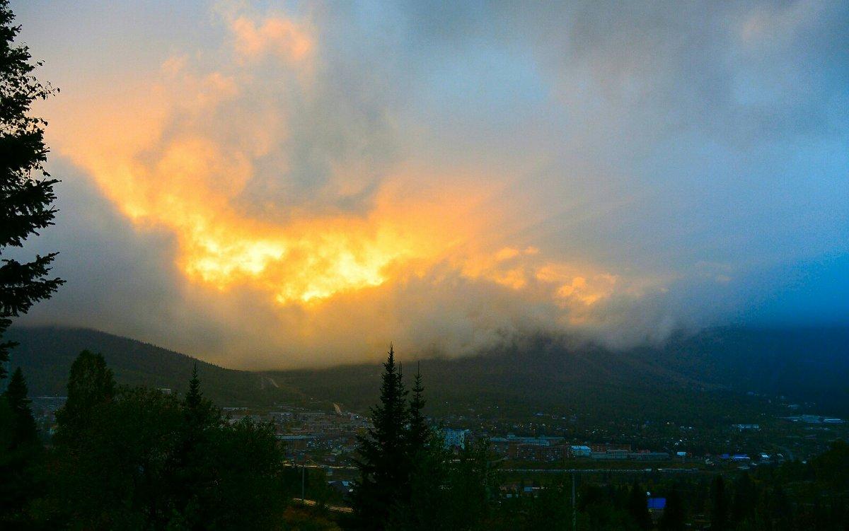Пожар, похожий на закат - Милешкин Владимир Алексеевич