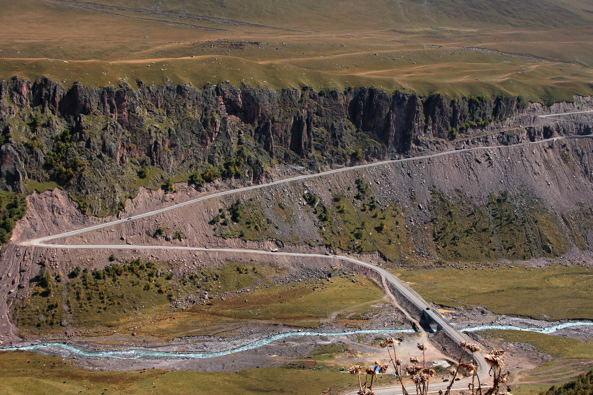 """""""Карниз""""- самый опасный и самый красивый участок дороги к Эльбрусу на Джилы-су. - Vladimir 070549"""