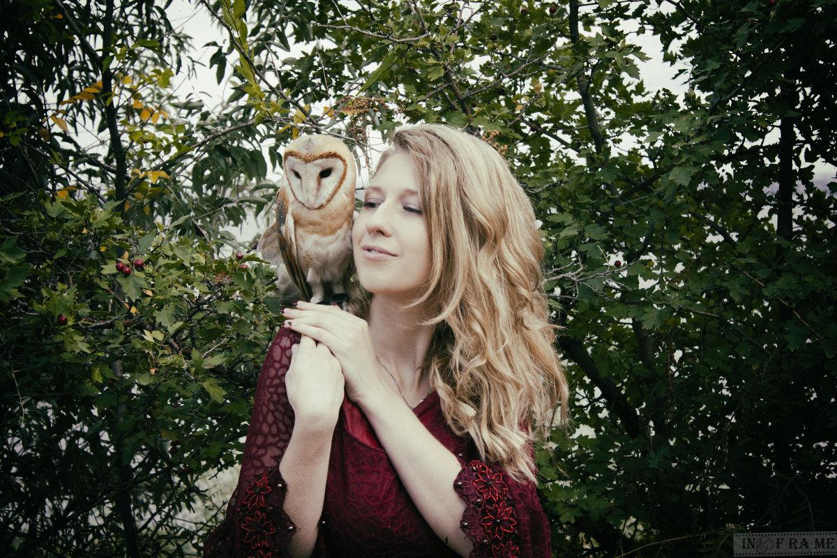 Девушка и сова - Anton Shumaev