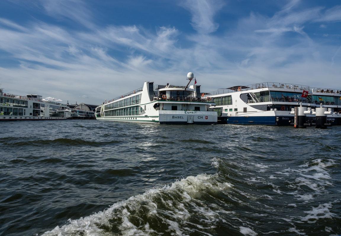 Речные круизные суда, Амстердам - Witalij Loewin
