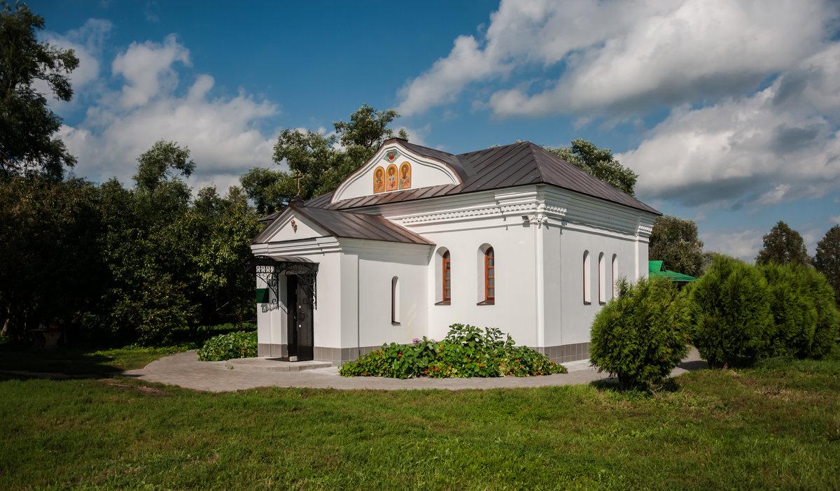 лавка церковная рядом с Храмом Покрова на Нерли - Светлана .
