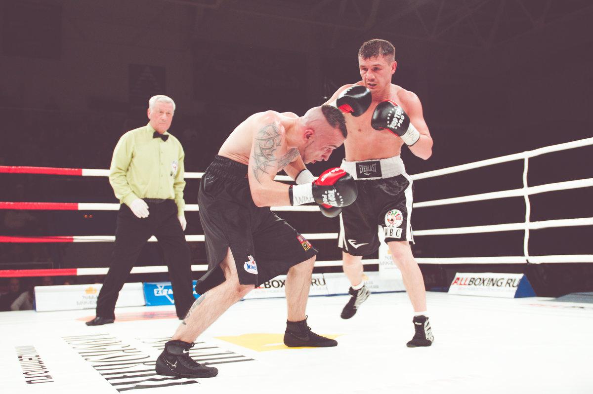 Профи в ринге - Александр Колесников
