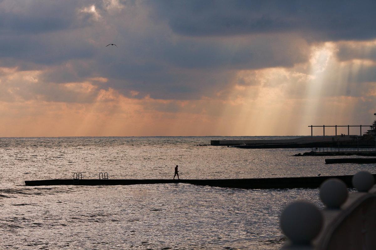 Хмурый морской закат. - Алексей Хаустов