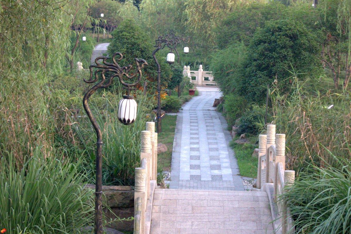В парке  г.Тайчжоу - Виталий  Селиванов