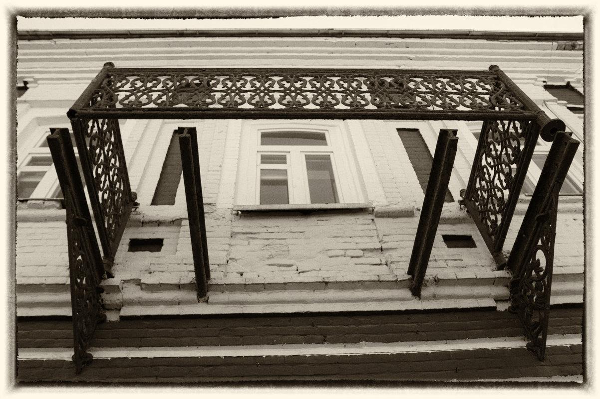 Кто стоял на этом балконе два века назад? - Елена Миронова