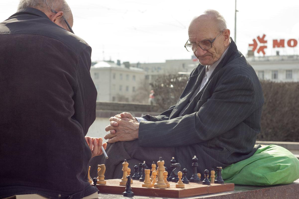 Шахматный клуб на плотинке - Руслан