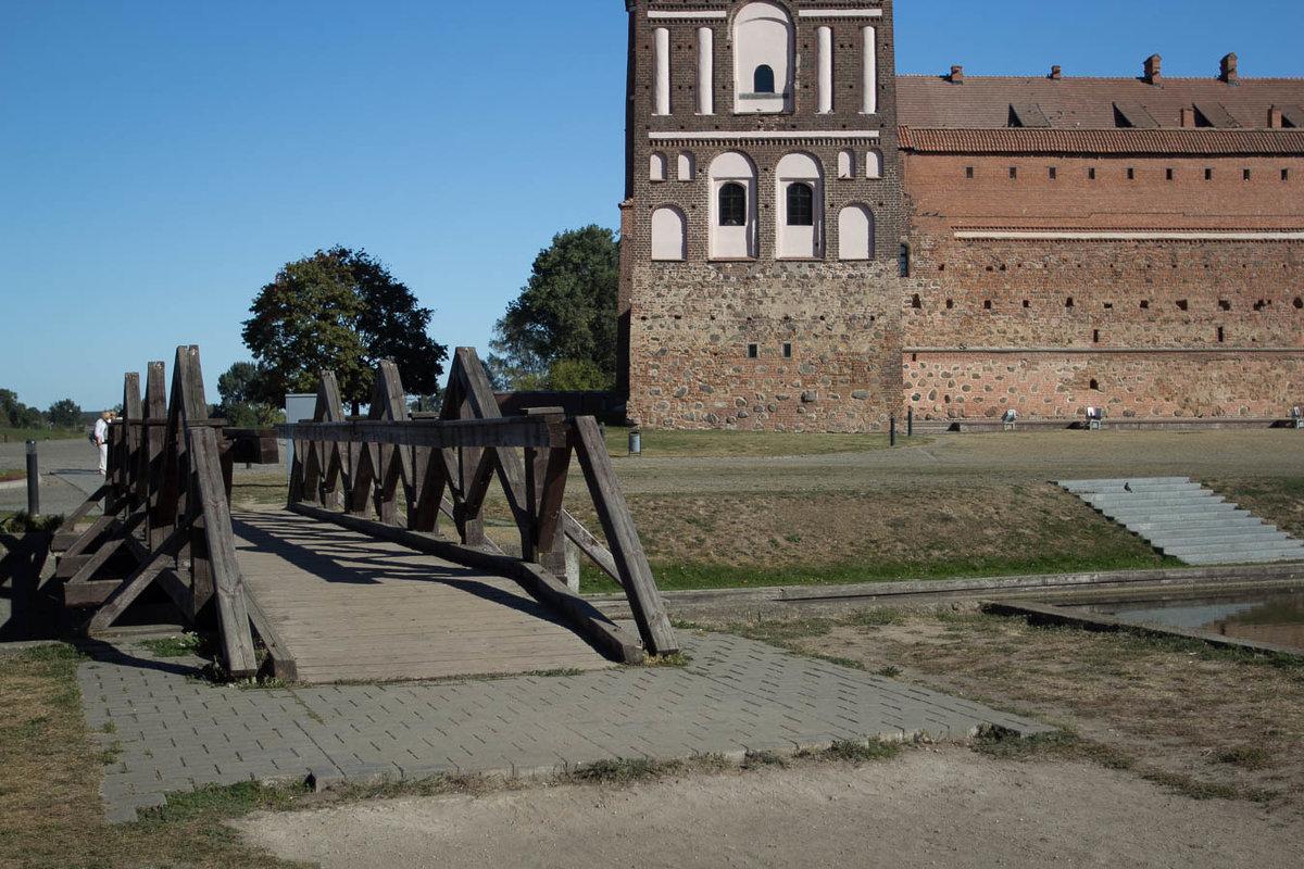 Деревянный мостик у Мирского замка. - Nonna