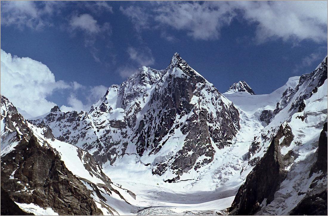 Пик Щуровского — вершина Центрального Кавказа. Высота — 4259 метра. - Lmark