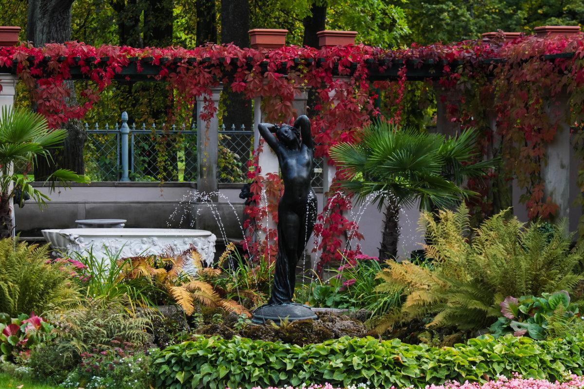 Сад Фермерского дворца.Статуя Ночь - Денис Матвеев