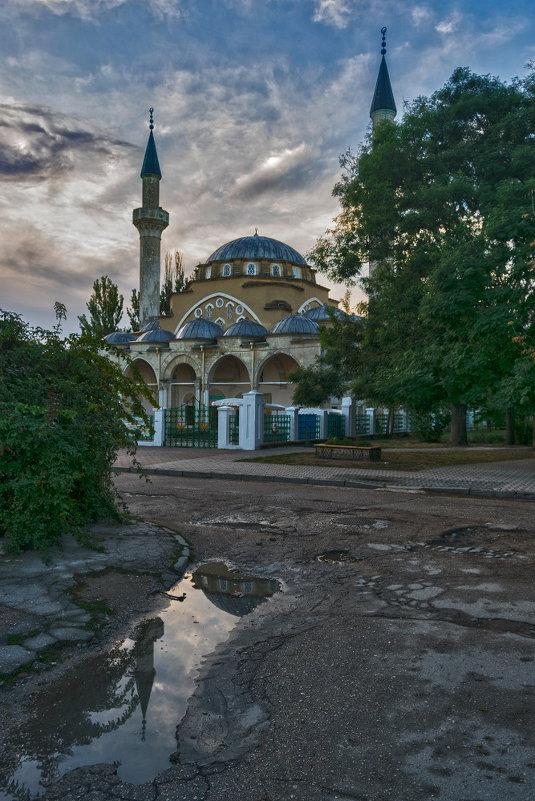 Утром у мечети Хан-Джами (Джума-Джами) - Игорь Кузьмин